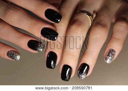 Fashion Black And Gold Color Manicure Design
