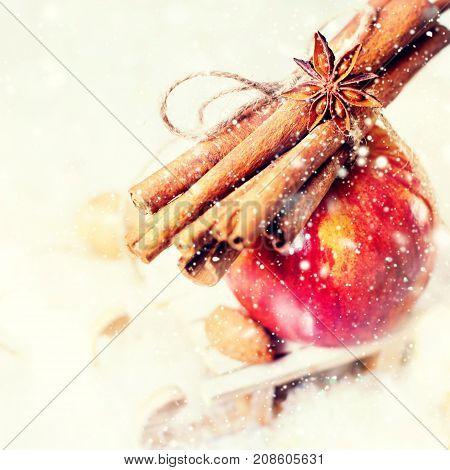 Red Apple Branch Cinnamon Small Sledge