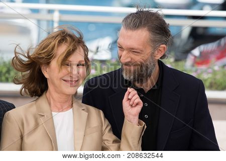 CANNES, FRANCE - MAY 19: Nathalie Baye , Vincent Cassel attends the 'It's Only The End Of The World '  photocall. 69th annual Cannes Film Festival at the Palais des Festivals on May 19, 2016 in Cannes