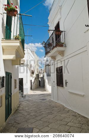 Characteristic alleyway of Mottola. Puglia. Southern Italy.