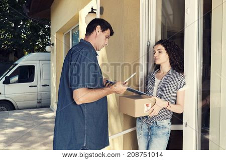 Delivery Supplier Girl Home Shopping Porch Truck