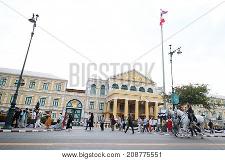 Bangkok-Thailand : January 3 2017 The movement of tourists and Yellow building or Ministry of Defence building