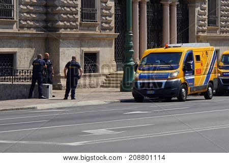 Bergamo, Italia -  August 17, 2017: security guards and armed vans in front of the entrance of The Bank of Italy, filiaal Bergamo.
