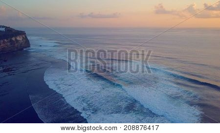 strong big waves in the ocean in bali indonesia