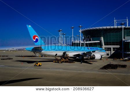 Airplane at Incheon Seoul International Airport aircraft bridge: AUG 2012 KOREAN AIR