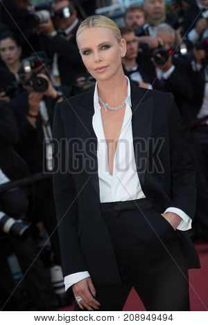 CANNES, FRANCE - MAY 20: Charlize Theron  attends the 'The Last Face' premiere. 69th annual Cannes Film Festival at the Palais des Festivals on May 20, 2016 in Cannes
