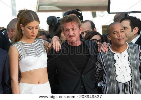 CANNES, FRANCE - MAY 20:  Adele Exarchopoulos, Sean Penn attend the 'The Last Face' premiere. 69th annual Cannes Film Festival at the Palais des Festivals on May 20, 2016 in Cannes