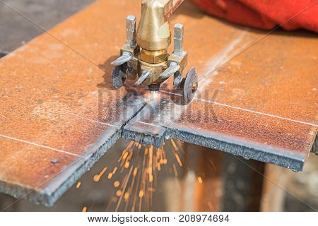 Closeup cutting heavy plate steel with arc welder.