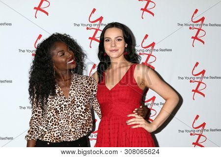LOS ANGELES - JUN 23:  Loren Lott, Cait Fairbanks at the Young and The Restless Fan Club Luncheon at the Marriott Burbank Convention Center on June 23, 2019 in Burbank, CA
