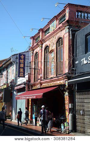 Melaka, Malaysia - 25 Jun, 2019: Restaurant Famosa Chicken Rice Ball Located Along Jonker Street, Me