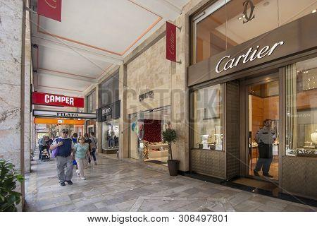 Shopping Street Jaime Iii Cartier Camper