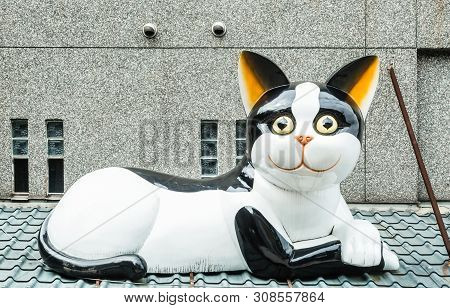 Taiwan,taipei-06 Sep 2017: Jiufen Old Village Gate Cat Sculpture View