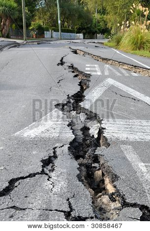 Terremoto de Christchurch - grietas en Avonside