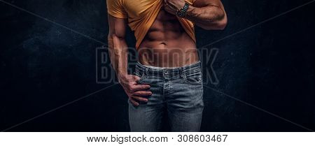 Sexual Muscular Bodybuilder Is Showing His Well Done Sixpack At Dark Studio.