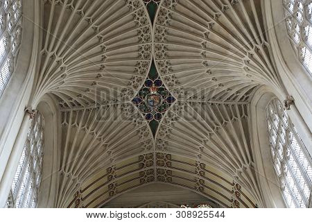 Bath, Great Britain - May 14, 2014: This Is The Arch Of The Main Nave Of The Bath Abbey With The Coa