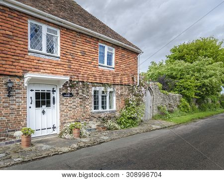 Winchelsea, East Sussex, Uk, May 2015 - Ancient Cottage In The Small Town Of Winchelsea, East Sussex