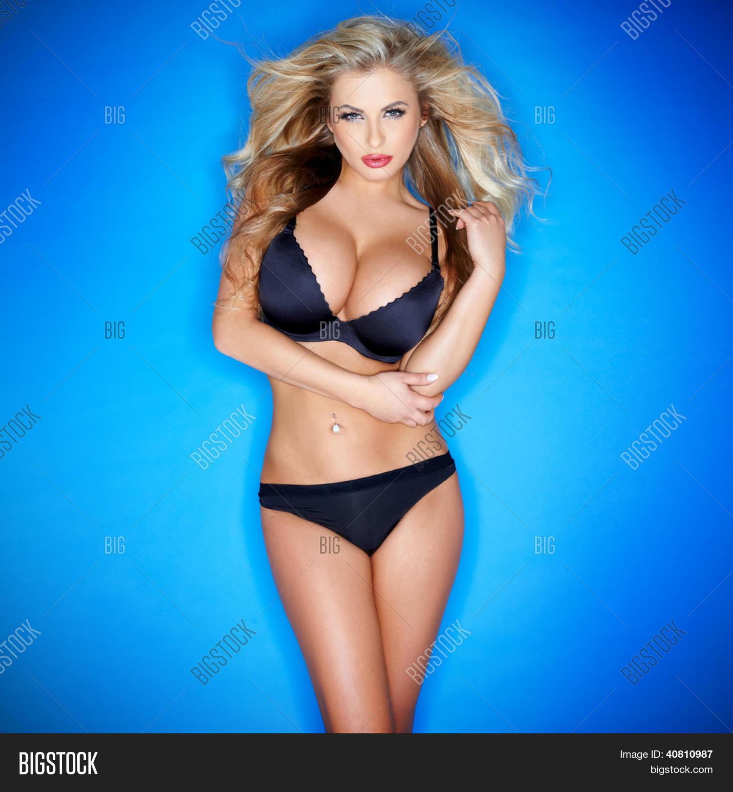Sexy blonde riesige Brüste