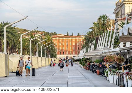 Split, Croatia - Aug 15, 2020: Tourists On Esplanade By Coean In Early Morning