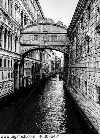 View of Bridge of Sighs (Ponte dei Sospiri) in Venice