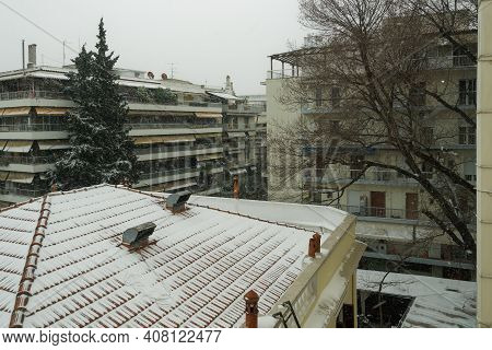 Medea Front Hits With Heavy Snowfall The City Center In Thessaloniki, Greece. Snow Falling On Reside