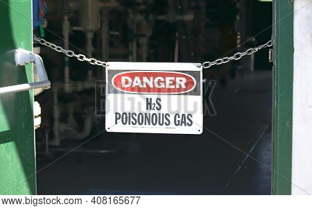 A Danger H2s Poisonous Gas Sign On A Natural Gas Facility.