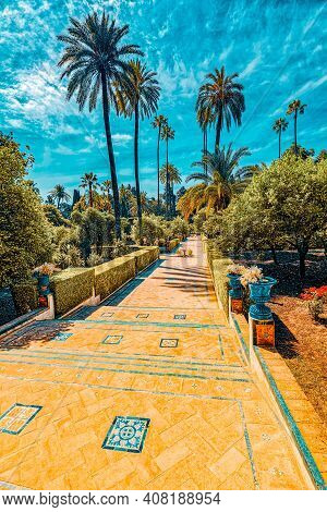 Gardens Of Royal Alcazar In Seville And Grotto Gallery ( Galeria