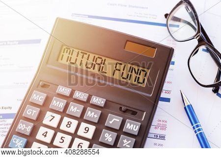 Word Mutual Fund On The Display Of A Calculator On Financial Documents.