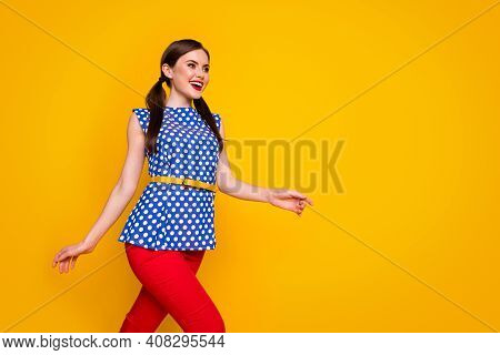 Portrait Of Her She Nice-looking Attractive Pretty Lovely Fashionable Elegant Slim Fit Cheerful Chee