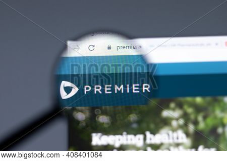 New York, Usa - 15 February 2021: Premier Website In Browser With Company Logo, Illustrative Editori
