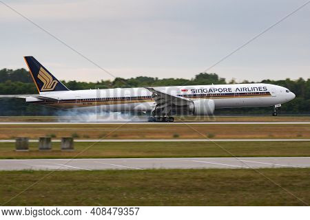Munich, Germany - July 12, 2017: Singapore Airlines Boeing 777-300er 9v-swa Passenger Plane Arrival