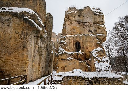 Scenic View Of Ancient Ruins Of Old Gothic Medieval Castle Helfenburk U Usteka With Stone Tower Unde