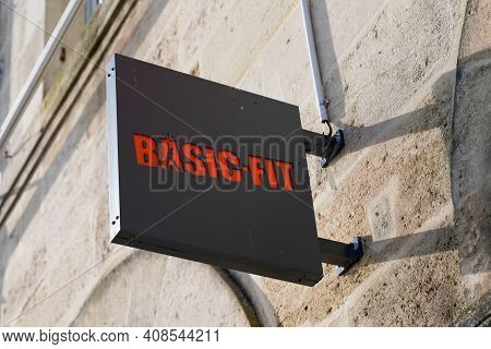 Bordeaux , Aquitaine France - 02 13 2021 : Basic Fit Logo Sport Fitness Club Sign And Text Brand Of