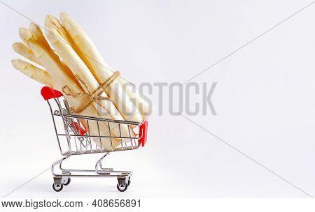 Freshly Picked Raw Organic White Asparagus Bundles .white Asparagus In A Supermarket Trolley On A Li