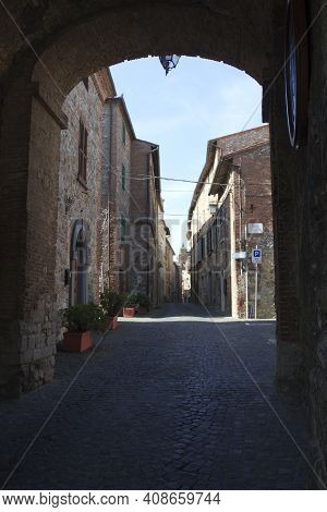 Monteleone D\\\' Orvieto (tr), Italy - May 27, 2016: A Road And Houses In Monteleone D\\\' Orvieto V