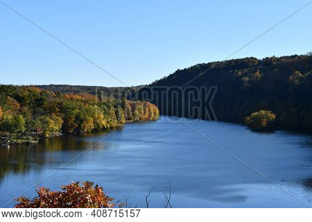 View Of Lake Lillinonah From Lovers Leap State Park In New Milford, Connecticut