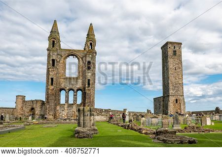 Saint Andrews, Scotland - August 12, 2019: St Rules Tower, Ruins Of Saint Andrews Cathedral, And Tou