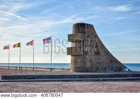 Normandy, France - July 4, 2017: Monument To The Brave On The Historic Beach Called Omaha Beach In V