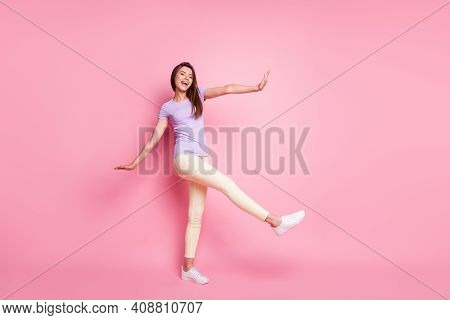Full Length Body Size View Of Her She Nice-looking Attractive Pretty Cheerful Cheery Glad Slim Fit T