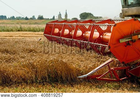 Rotary Straw Walker Combine Harvester Cuts And Threshes Ripe Wheat Grain. Platform Grain Header With