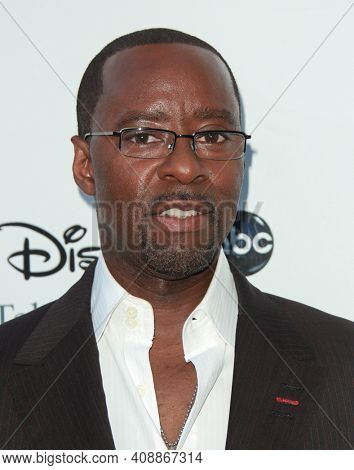 LOS ANGELES - AUG 08: Courtney B. Vance arrives to the 2009 Disney-ABC Televison Group Summer Press Tour on August 08, 2009 in Pasadena, CA