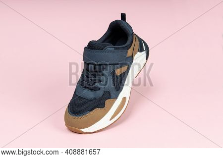 Running Sports Shoe On Pink Background. Running Shoe, Sneaker Or Trainer. Athletic Shoe. Fitness, Sp