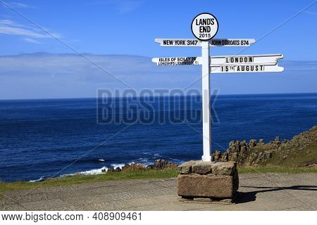 Land's End Area (england), Uk - August 16, 2015: Sign In The Land's End Area, Cornwall, England, Uni