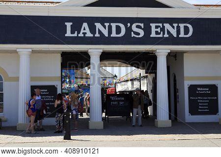 Land's End Area (england), Uk - August 16, 2015: Land's End Souvenir Shop, Cornwall, England, United