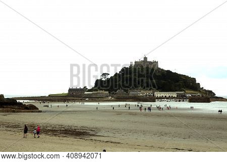 St Michael\'s Mount (england), Uk - August 16, 2015: A View Of St Michael\'s Mount, Cornwall, Englan