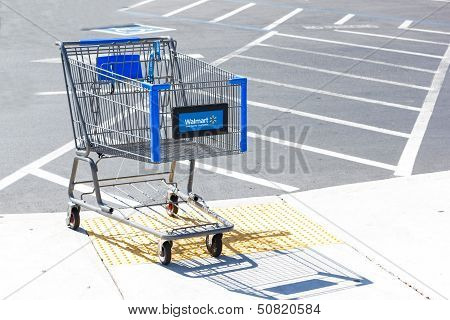 Sacramento, Usa - September 13: Walmart Shopping Cart On September 13, 2013 In Sacramento, Californi