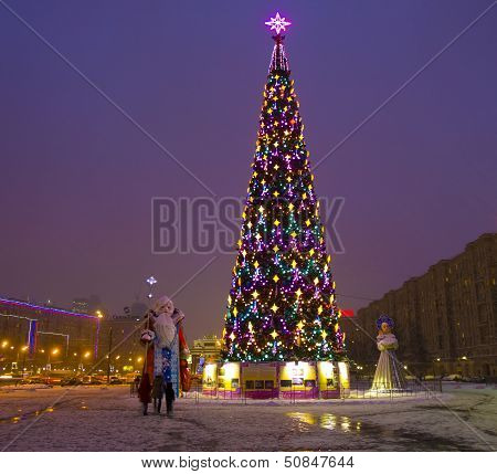 "Moscow, Christmas Tree On ""Poklonnaya Hill"""