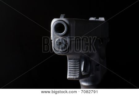 close up picture of handgun barrel