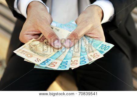 money brasilian on hands