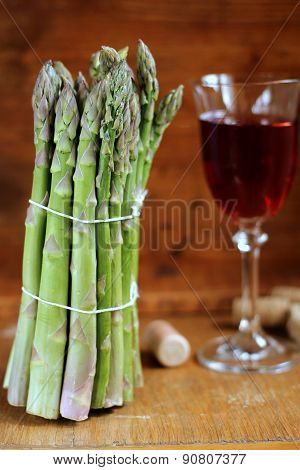 Green asparagus and pink wine