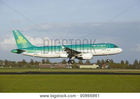 Amsterdam Airport Schiphol - Airbus A320 Of Aer Lingus Lands